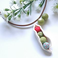 PETITS POIS choker | Peas in a pod sitting straight in a row… | Flickr