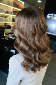 haar verven COLOR - Shadowed roots (natural color) and dimensional babylights Brown Hair With Blonde Highlights, Hair Highlights, Hair Inspo, Hair Inspiration, Fresh Hair, Light Hair, Hair Day, Balayage Hair, Locks