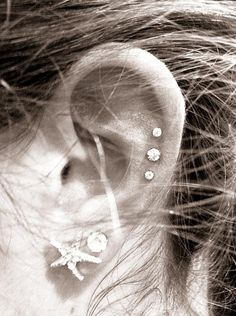 these three piercings would be so cute on my left ear! and i want an industrial piercing on my right ear! Piercing Tattoo, Et Tattoo, Triple Cartilage Piercing, Septum Piercings, Triple Forward Helix Piercing, Ears Piercing, Starfish Earrings, Stud Earrings, Helix Earrings