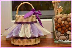 stojan na servítky Wicker Baskets, Picnic, Home Decor, Decoration Home, Room Decor, Picnics, Picnic Foods, Woven Baskets, Interior Decorating