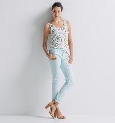 Pantalón slim Push-Up, en varios colores.