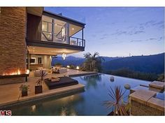Justin Bieber's Los Angeles Home - $10.8M 18th birthday present (What a view!)