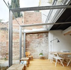 Fragments of architecture — Estudi Lacy / Sauquet Arquitectes Interior Architecture, Interior And Exterior, Interior Office, Casa Patio, Glass Extension, Glass Room, House Extensions, Glass House, Interior Design Inspiration