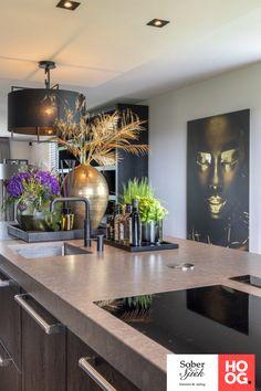 Vrijstaand huis met een sterke basis - Hoog ■ Exclusieve woon- en tuin inspiratie. Home Decor Kitchen, Kitchen Interior, Kitchen Design, Home Room Design, House Design, Kitchen Sitting Areas, Home And Living, Home And Family, Beautiful Home Designs