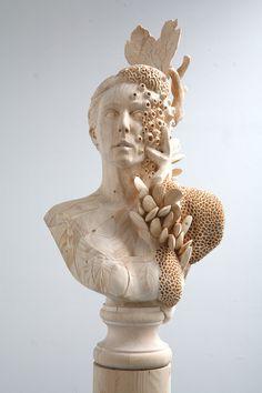 Por Amor al Arte: El artista Morgan Herrin transforma Madera de Construcción en esculturas clásicas del Surrealismo.