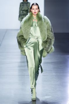 Sally LaPointe Fall 2019 Ready-to-Wear Fashion Show- Sally LaPointe Fall 2019 Ready-to-Wear Collection – Vogue Fashion Moda, Fur Fashion, Green Fashion, Fashion Week, Couture Fashion, Runway Fashion, Trendy Fashion, High Fashion, Autumn Fashion