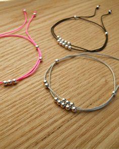 Bracelet cordon femme argent – bracelet lien coulissant – bracelet boule en argent massif – My World Thread Bracelets, Simple Bracelets, Handmade Bracelets, Jewelry Bracelets, Colorful Bracelets, Diy Jewelry, Beaded Jewelry, Handmade Jewelry, Jewelry Design