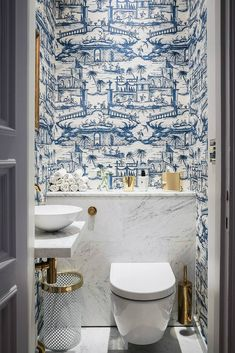 Cheap Home Decor blue and white powder bath.Cheap Home Decor blue and white powder bath Bad Inspiration, Bathroom Inspiration, Interior Inspiration, Blue And White Wallpaper, Bold Wallpaper, Unusual Wallpaper, Blue Wallpapers, Wallpaper Ideas, Cloakroom Wallpaper