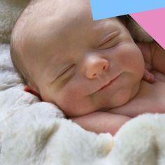 #Sabíasque Los primeros intercambios con tu bebé se producen mucho antes del nacimiento: sus capacidades sensoriales en el útero ya le permiten sentir tus caricias, escuchar tu voz y sentir tu presencia. Cuando llega al mundo, tu bebé utiliza todos los medios con los que cuenta para ponerse en contacto contigo: La mirada, el tacto, sonidos, llanto y expresiones de bienestar #MamáEnPañales #SoyMamá #MamáPrimeriza