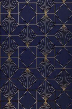 54,90 € Prix par rouleau (par m2 10,36 €), Papier peint géométrique, Matériel de base: Papier peint intissé, Surface: Lisse, Aspect: Motif chatoyant, Surface mate, Design: Éléments graphiques, Couleur de base: Bleu nuit, Couleur du motif: Doré, Caractéristiques: Bonne résistance à la lumière, Difficilement inflammable, Arrachable à sec, Encollage du mur, Lessivable