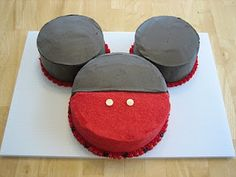 What a cute, easy cake! And - a fun way to tell your family about a Disneyland vacation! www.getawaytoday.com