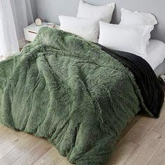 Green Duvet Covers, Single Duvet Cover, Green And White Bedroom, Green Rooms, White Bedrooms, King Duvet, Queen Duvet, Comforter, Apartments
