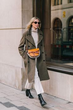 We're Taking Tips From This Classic Spring Outfit