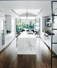 A west London townhouse has been transformed by the interior designer Sarah Delaney into an inviting family home for its American owners with the addition of clever transatlantic touches. Deco Design, Küchen Design, Modern Kitchen Design, Modern House Design, Galley Kitchen Design, Kitchen Interior, Home Interior Design, Modern Home Interior, Wood Flooring Company