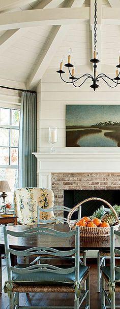 Serene dining room design