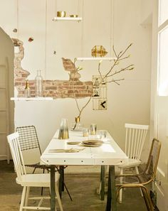 gouden eethoek   golden diningroom   vtwonen 07-2016   Photography Tjitske van leeuwen   Styling Marianne Luning