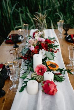 Tropical Boho Chic Wedding Shoot With An Art Deco Feel Wedding - Food and drink Table Decoration Wedding, Tropical Wedding Centerpieces, Tropical Wedding Reception, Wedding Table Settings, Hawaii Wedding, Flower Centerpieces, Table Decorations, Tropical Weddings, Table Wedding