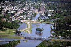 LUJAN BAJO EL AGUA. Vista desde un avión de la Ciudad y la Basílica de Luján el martes 4 de Noviembre de 2014, inundada tras las el desborde del río y las últimas lluvias. Barrios inundados, casas...