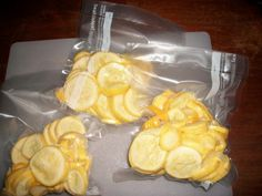 Vacuum sealed squash that has not been blanched will last in freezer four to six month. Freezing Vegetables, Canning Vegetables, Frozen Vegetables, Veggies, Freezing Yellow Squash, Yellow Squash And Zucchini, Canning Squash, Tomato Juice Recipes, How To Cook Squash