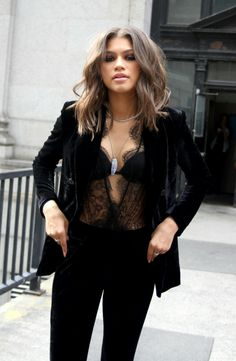 You know a celebrity has a true sense of personal fashion style when no one else can pull off THAT look but her. Zendaya Coleman is one of those women. We are here to help you get the Zendaya look! Moda Zendaya, Estilo Zendaya, Body Suit Outfits, Style Outfits, Cute Outfits, Fashion Outfits, Fashion Tips, Fashion Trends, Black Outfits
