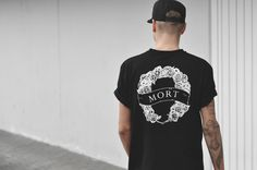 http://www.coutie.com/de/mort-paris-logo-t-shirt-black.html