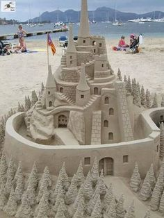 Sand art is type of modelling sand into a special form as a sand castles, sand sculpture and the other sand creatures. Sand and water are two main ingredients Snow Sculptures, Sculpture Art, Ice Art, Snow Art, Grain Of Sand, Arte Popular, Beach Art, Beach Play, Beach Kids