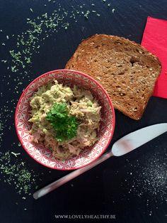 Kruid naar smaak met knoflookpoeder, zout en peper.Voeg eventueel wat peterselie, basilicum of koriander toe als je dat lekker vindt.