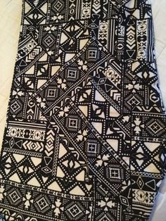 31043e271a7a0e NWOT Lularoe TC Black White Tribal Aztec Geometric Leggings. HTF Unicorn  Print #fashion #