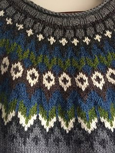 Fair Isle Knitting Patterns, Knitting Designs, Knitting Projects, Knitting Yarn, Free Knitting, Baby Knitting, Harry Potter Knit, Norwegian Knitting, Icelandic Sweaters