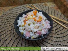 El arroz tres delicias, es uno de los platos que más nos gusta de la cocina oriental. Es sencillo y rápido de preparar, en poco más de 30 minutos, tenemos listo para servir un plato de arroz tres delicias con thermomix.