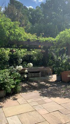 Garden Archway, Minimalist Garden, Backyard Garden Design, Garden Cottage, Garden Inspiration, Garden Ideas, Garden Spaces, Front Yard Landscaping, Outdoor Projects