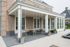 Vrijstaande woning fam.Alblas te Rotterdam – Aannemings- & Bouwbedrijf Bloemfontein Lounges, Country Living, Rotterdam, Porch, Garage Doors, Villa, Architecture, Outdoor Decor, House