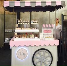 31 Trendy Ideas For Food Truck Ideas Cafe Food Stall Design, Food Cart Design, Food Trucks, Vendor Cart, Bike Food, Sweet Carts, Food Kiosk, Ice Cream Cart, Candy Cart