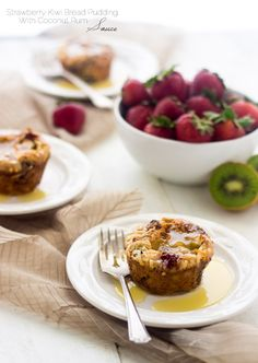 Strawberry Kiwi Bread Puddings with Coconut Rum Sauce - Pretty much your new favorite dessert. | Food Faith Fitness| #breadpudding #dessert #recipe