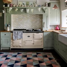 Stylish Kitchen Color Ideas to Lift Your Cooking Mood Kitchen Design, Country Kitchen, Stylish Kitchen, Uk Kitchen, Kitchen Furniture, Kitchen Units, Country Style Kitchen, Kitchen Interior, Green Country Kitchen