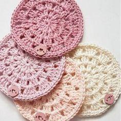 Haakpatroon Onderzettertjes, lees meer over dit patroon op Haakinformatie Crochet Wool, Crochet Dishcloths, Love Crochet, Diy Crochet, Irish Crochet, Crochet Flowers, Crochet Hats, Crochet Mandala, Crochet Motif