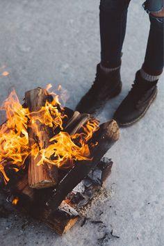 Campfire nights // photo by: @kylypso