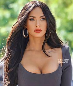 Beautiful Celebrities, Beautiful Actresses, Beautiful Eyes, Most Beautiful Women, Brunette Beauty, Hair Beauty, Glamour World, Elegant Woman, Dark Hair