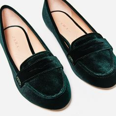 Shop Women's Zara Green size 9 Flats & Loafers at a discounted price at Poshmark. Description: Dark velvet green flats Only worn a few times Scuff marks on the bottom Size Sold by Fast delivery, full service customer support. Zara Flats, Zara Shoes, Loafer Shoes, Loafers, Brogues, Cute Shoes, Me Too Shoes, Green Flats, Green Velvet Shoes