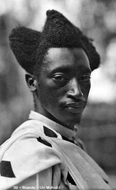 "photo NB : Casimir Zagourski, 1929, ""Ruanda, un Mutudzi"", 1920s, portrait d'homme noir africain"