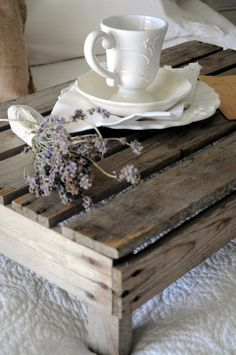 64 Super Ideas Breakfast In Bed Tray Simple Pallet Crates, Pallets, Pallet Wood, Pallet Ideas, Pallet Projects, Crate Bed, Colorful Bedding, Breakfast Tray, Bed Tray