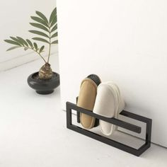 Slipper rack from Tokyu Hands Metal Furniture, Diy Furniture, Furniture Design, Diy Home Decor, Room Decor, Interior Decorating, Interior Design, Home Organization, Interior And Exterior