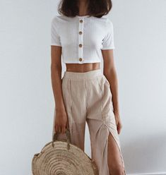 This weekly addition of the summer outfits guide features cute outfits for you to wear everyday. Update your wardrobe and enjoy today! Tumblr Outfits, Mode Outfits, Fall Outfits, Fashion Outfits, Womens Fashion, Fashion Trends, Jean Outfits, Fashion Clothes, Fashion Ideas