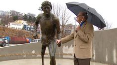 A larger-than-life sculpture of Terry Fox was unveiled in St. John's Thursday, 32 years to the day that he launched his Marathon of Hope. Largest Countries, Countries Of The World, Meanwhile In Canada, Ontario Curriculum, Photo Software, Man Cave Signs, Newfoundland And Labrador, New Inventions, Faith In Humanity