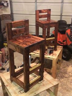 DIY pallet bar stools.
