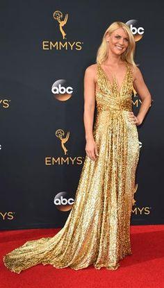 Emmy 2016: los mejores y peores looks de la entrega  Clarie Danes, la diosa de dorado con demasiada cama solar.... Foto: Agencias