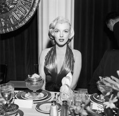 Marilyn Monroe ignoring her dessert. | 21 Awesome Vintage Photos Of Celebrities Eating
