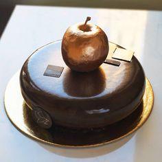 Ayna Gibi Parlayan Pastalar ve Mükemmel Tasarımlar - I Create Chocolate Worlds On The Mirror Glaze Cakes Chocolate Bar Cakes, Chocolate World, Layer Cake Oreo, Galaxy Cake, Mirror Glaze Cake, Cool Cake Designs, Painted Cakes, Cake Cover, Pastry Cake