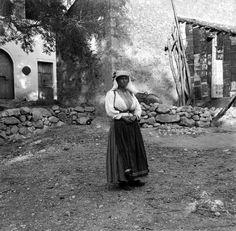 Κέρκυρα, Μαντούκι. 1908-10,   Rudolf Eder. Αρχείο Θεόδωρου Μεταλληνού. Hillside Village, Corfu Town, Cypress Trees, Scenery, Couple Photos, Greeks, Beautiful, Islands, Paradise