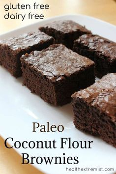 Soft and Chewy Paleo Brownies made with coconut flour - These brownies melt in your mouth, yet are cake-like too. #paleo #paleobrownies #glutenfree #grainfree #coconutflour #coconutflourbrownies #coconutflourrecipes Paleo Brownies, Coconut Flour Brownies, Coconut Flour Recipes, Avocado Brownies, Coconut Flour Cakes, Coconut Flour Baking, Desserts With Coconut Flour, Coconut Flour Muffins, Oat Flour Cookies